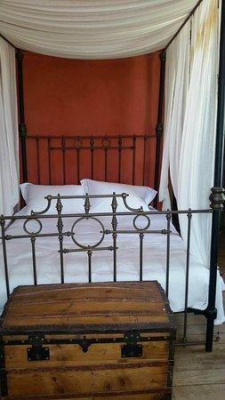Boutique Hotel La Maison des Couleurs: The red suite