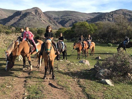 Villa Ventana, Argentina: Cabalgata en familia, ideal para realizarla con niños pequeños y adolescentes