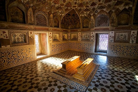 One Day Taj Mahal Tour: tajmahal-inside-view