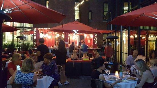 Cinquecento: Evening patio dining when weather permits