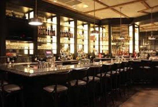 Cinquecento: The bar area
