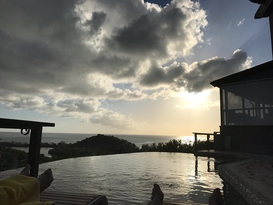 Sugar Ridge Resort: infinity pool at Carmichael's, just before sunset