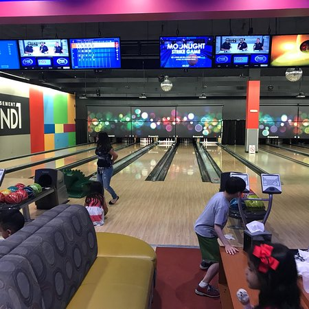 ‪Round 1 Bowling and Amusement‬