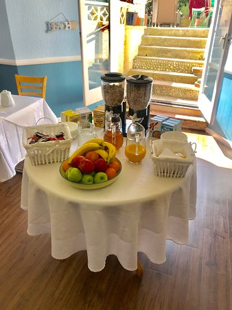 Highlea House: Our newly redecorated breakfast room