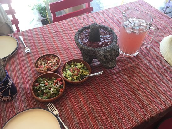 Museo de Astronomia Prehispanica: Refreshing prickly pear drink and salsas for our meal to come.
