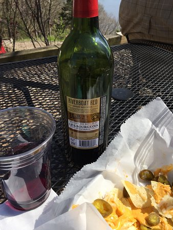 Rocheport, MO: Wine and nachos