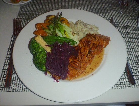 Issacs : Cartagena Salmon with Vegetable Medley
