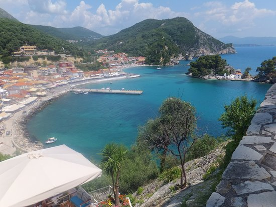 Zozefina Apartments: View of Parga town from the castle