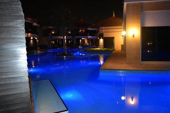 Anantara The Palm Dubai Resort: View from pool access room at night