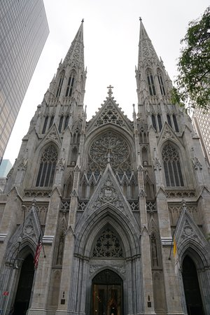 St. Patrick's Cathedral: Nestled amongst the modern buildings of Fifth Avenue