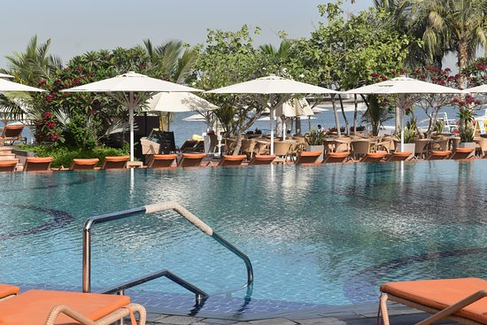 Anantara The Palm Dubai Resort: View from the main pool