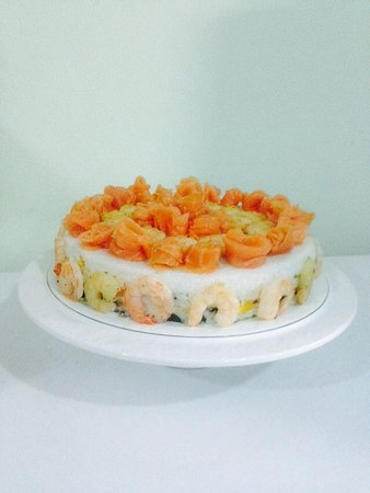 Salad Station : sushi cake