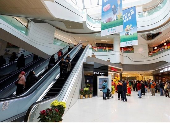Tsing Yi: 第二期の増設したショッピングモール内。