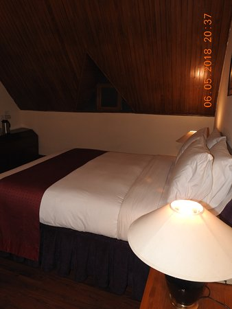 White Meadows - Manali: Upper Double Bed Inside the Suite room