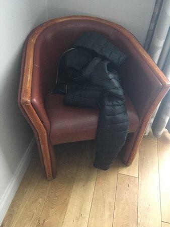 Hotel Devillas: Shabby furniture/ Потертая мебель