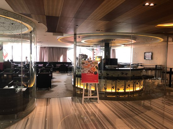 Novotel Hong Kong Nathan Road Kowloon: 飯店2F的小酒館