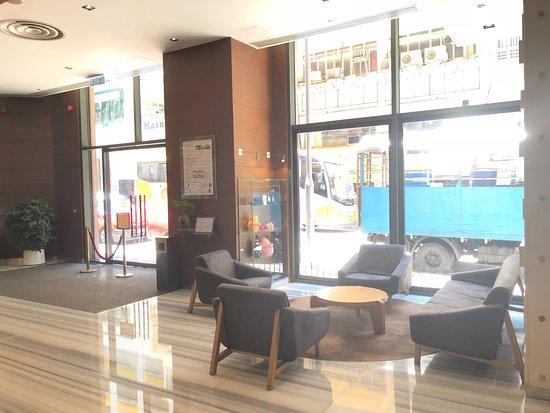 Novotel Hong Kong Nathan Road Kowloon: 飯店1F休憩區