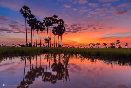 Amazing Angkor Adventure: Sunset at the countryside