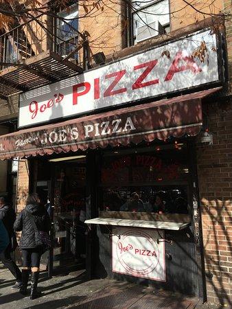 Foods of New York Tours: The original Joe's Pizza!