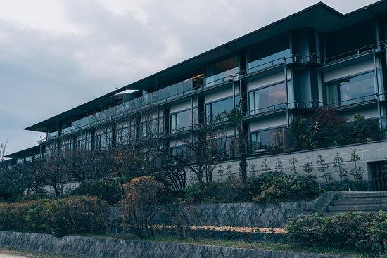 The Ritz-Carlton, Kyoto : 鴨川側からの外観