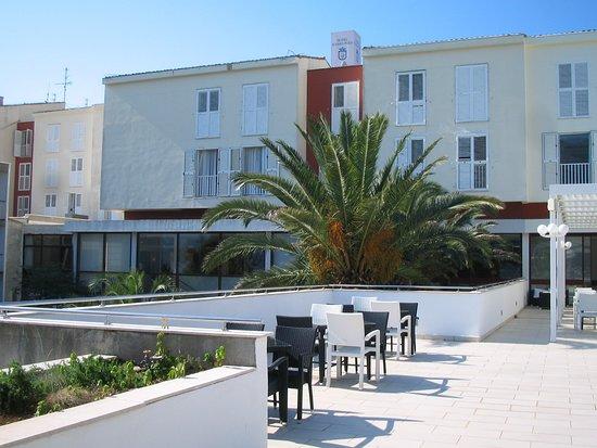 Marko Polo Hotel: Hotel from pool balcony