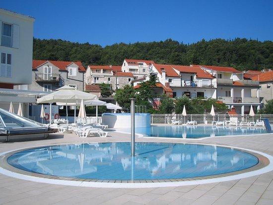Marko Polo Hotel: Paddling pool, main pool and jacuzzi
