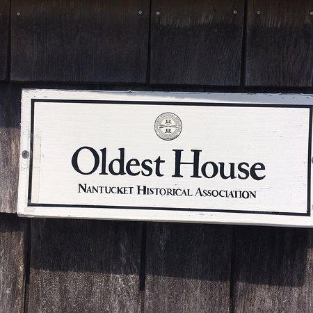 写真Oldest House (Jethro Coffin House) and Kitchen Garden枚