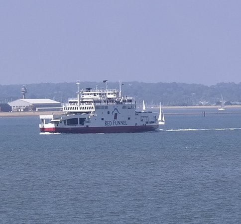 Red Funnel Ferries照片