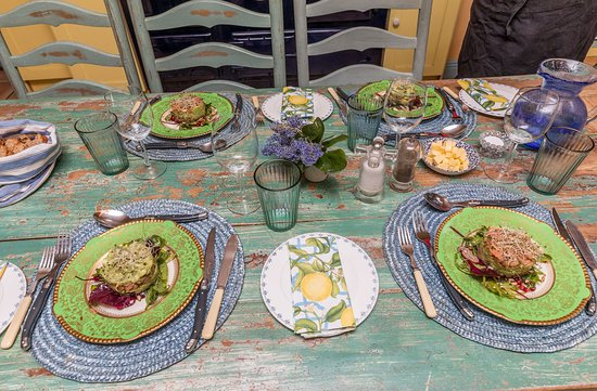 Cook and eat with Dublin locals in their home - Traveling Spoon