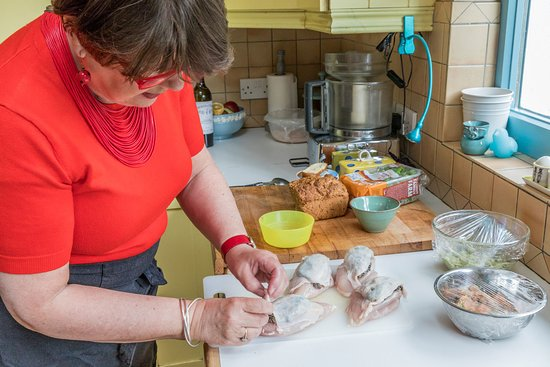 Join a local in her ktichen for a hands-on cooking experience in Dublin - Traveling Spoon