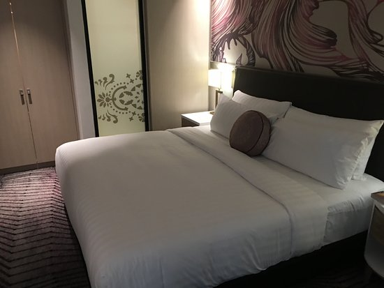 Amari Johor Bahru: The King size bed is huge and comfortable