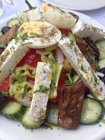 Fanos: Greek Salad