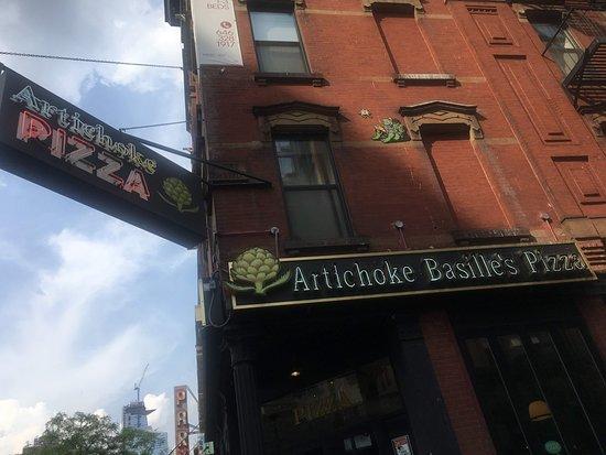 Artichoke Basille's Pizza: Frontis del Local