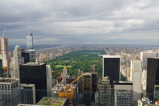 เซ็นทรัลปาร์ค: View of Central Park 'the lungs of New York' from atop Top of the Rock