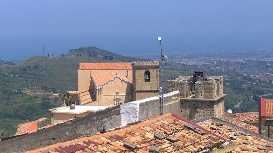 Duomo di Castroreale: panorama del borgo