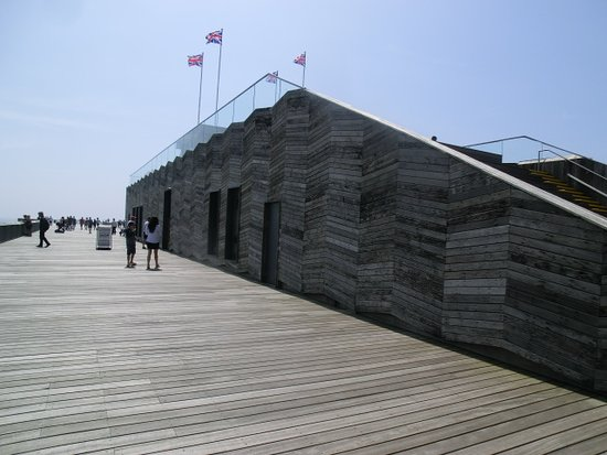 Hastings Pier : This is the only building on the pier, the rest is open space