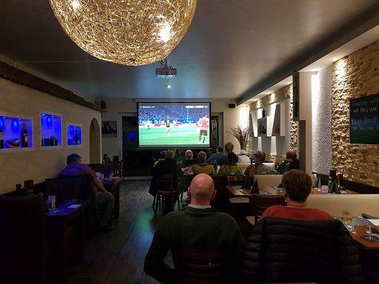 Restaurant Sparta : alle Borussia Dortmund spiele Live auf Leinwand