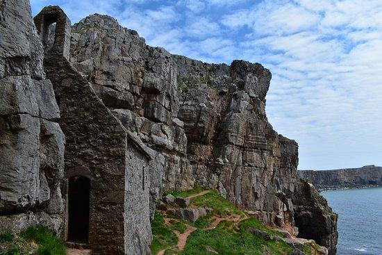 Circuit de la côte aux châteaux: St. Goven's Chapel