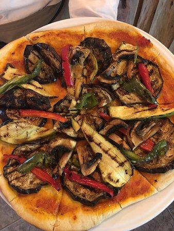 Gran Aladino: Vegan homemade vegetable pizza