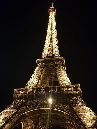 หอไอเฟ่ล: Eiffel Tower by Night