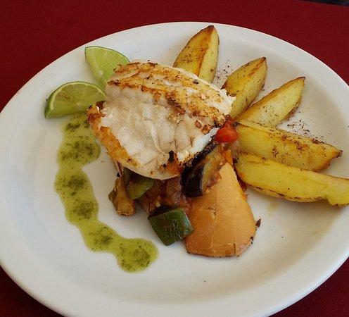 Nifu-Nifa Spanish Steakhouse: Menu Almoço> Filé de peixe grelhado c/shanfaina e rustica