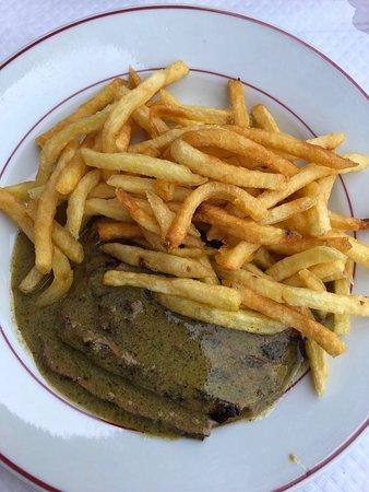 Le Relais de Venise: Tastes better than it looks! Sauce is amazing, beef so tender, fries just scrumptious!
