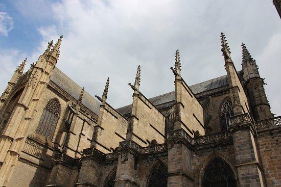 Cathedrale St-Etienne: Les arcs boutants