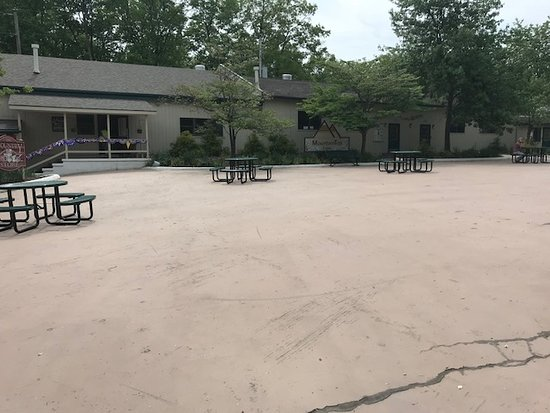 Timothy Lake North RV: courtyard