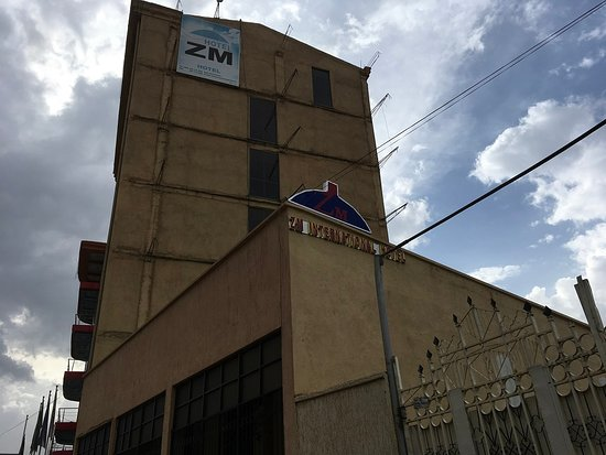 ZM International hotel: Facade with signs of absent maintenance