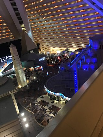 Luxor Hotel & Casino: View from the hallway, on the way to my room! :D