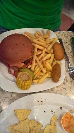 Annette's Diner: Buger du moi, legume, pain Tandorii , 2 stick de fromage pané, frite et mais