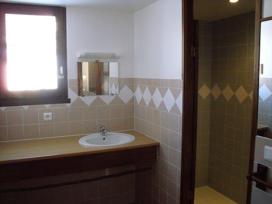 Mandailles-Saint-Julien, Frankrike: avec douche à l'italienne