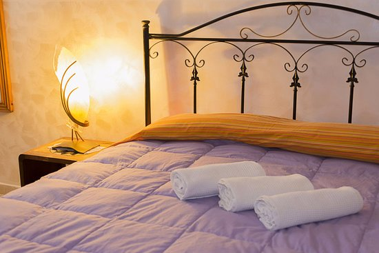 """Al Borgo Vacanze B&B: Camera """"Blu"""": letto"""