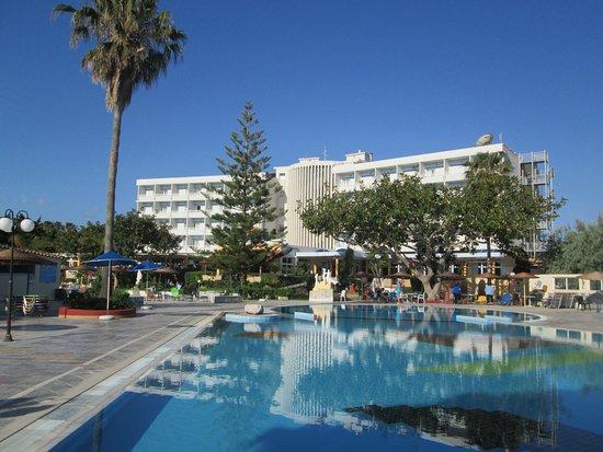 Hotel Atlantis: вид на главный корпус